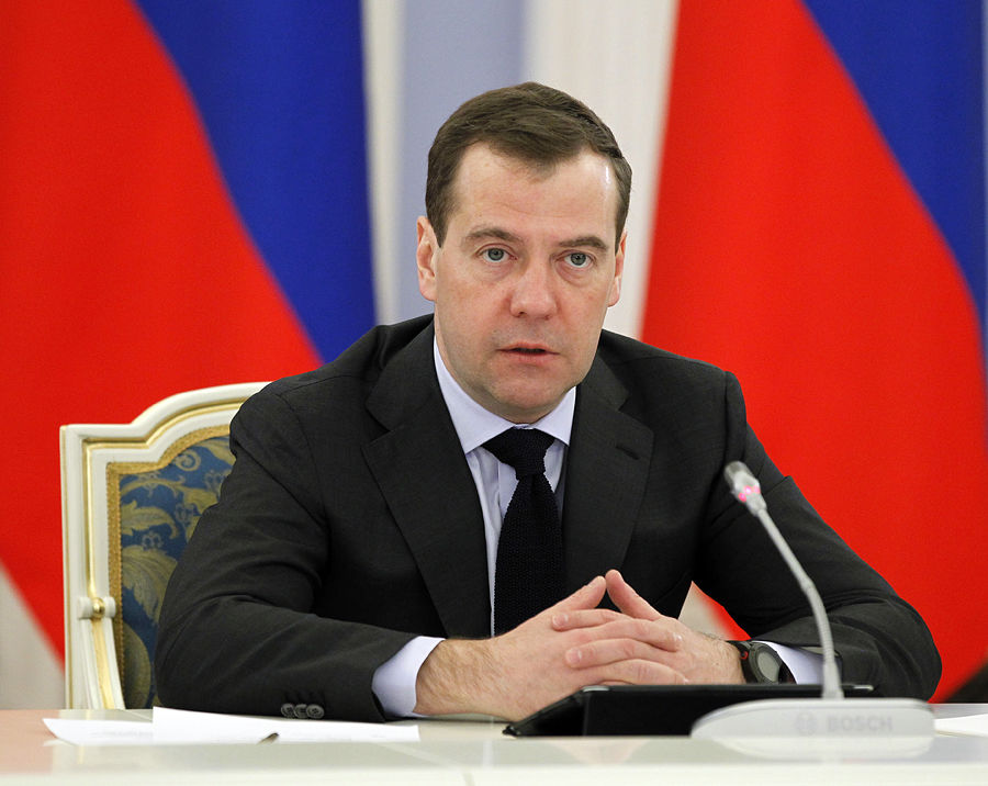 Медведев: «Единая Россия» должна помогать соотечественникам за рубежом