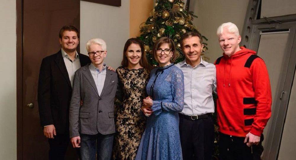 Семья Бидзины Иванишвили пожертвовала сто миллионов лари в фонд борьбы с коронавирусом