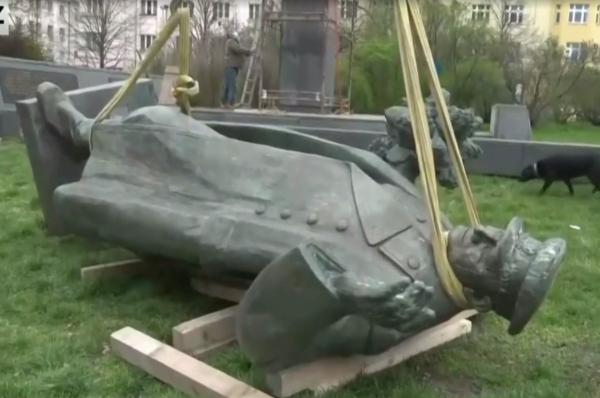Обыкновенная подлость: в Праге демонтировали памятник своему освободителю