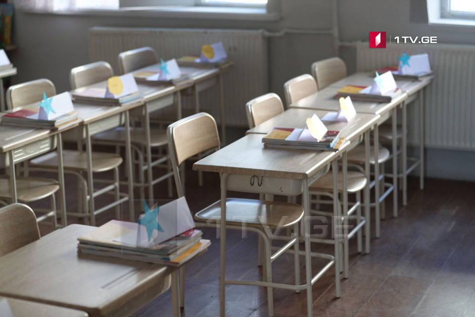В Тбилиси, Кутаиси, Рустави, Зугдиди, Поти и Гори, до шестого класса, параллельно с возобновлением учебы в школах, у родителей будет возможность выбрать дистанционную модель