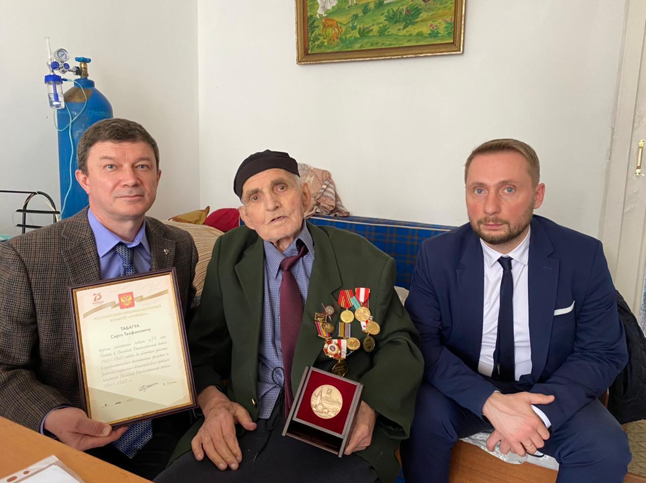 8 апреля с.г. дипломаты Секции интересов посетили проживающего в Батуми участника Великой Отечественной войны С.Т.Табагуа
