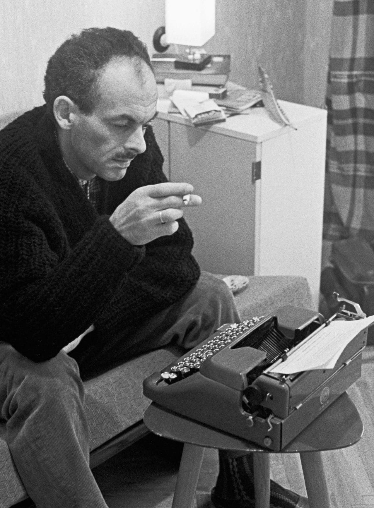 12 июня 1997 года в военном госпитале г. Кламар (Франция) скончался Булат ОКУДЖАВА (1924-1997)